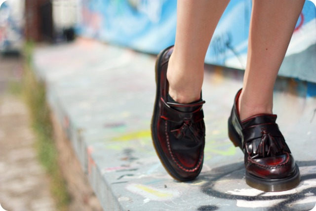 Dr Martens Adrians in cherry red