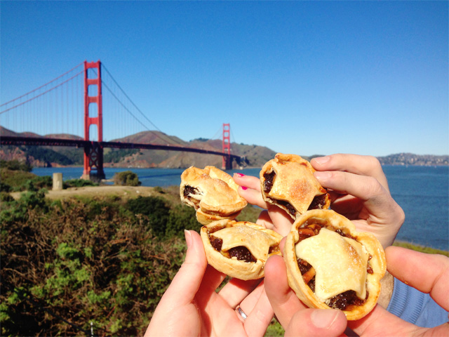 Mince pies at Golden Gate Bridge