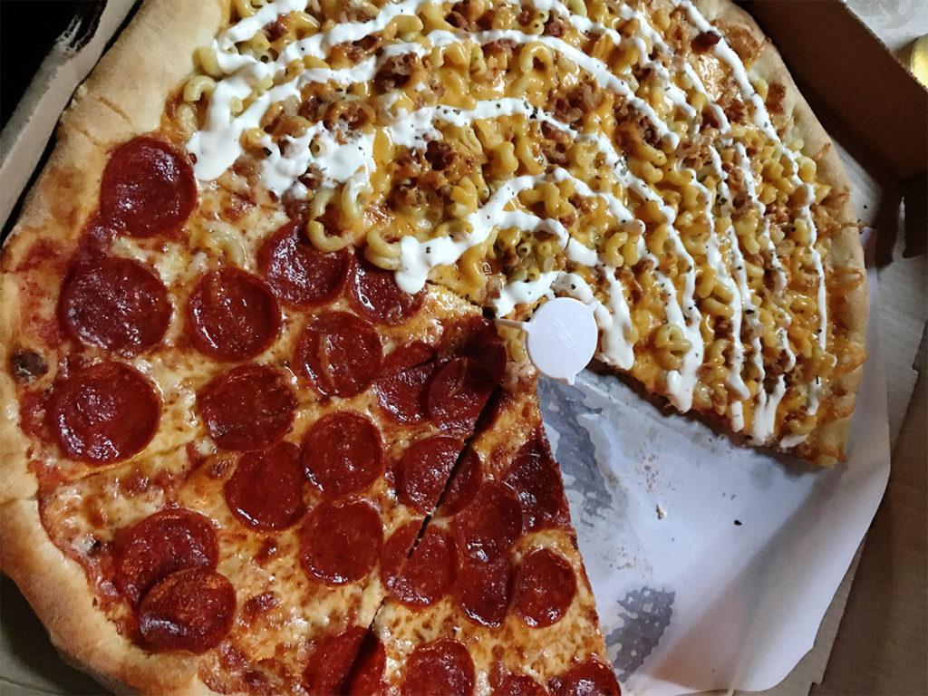 Vinne's Pizzeria Mac Attack